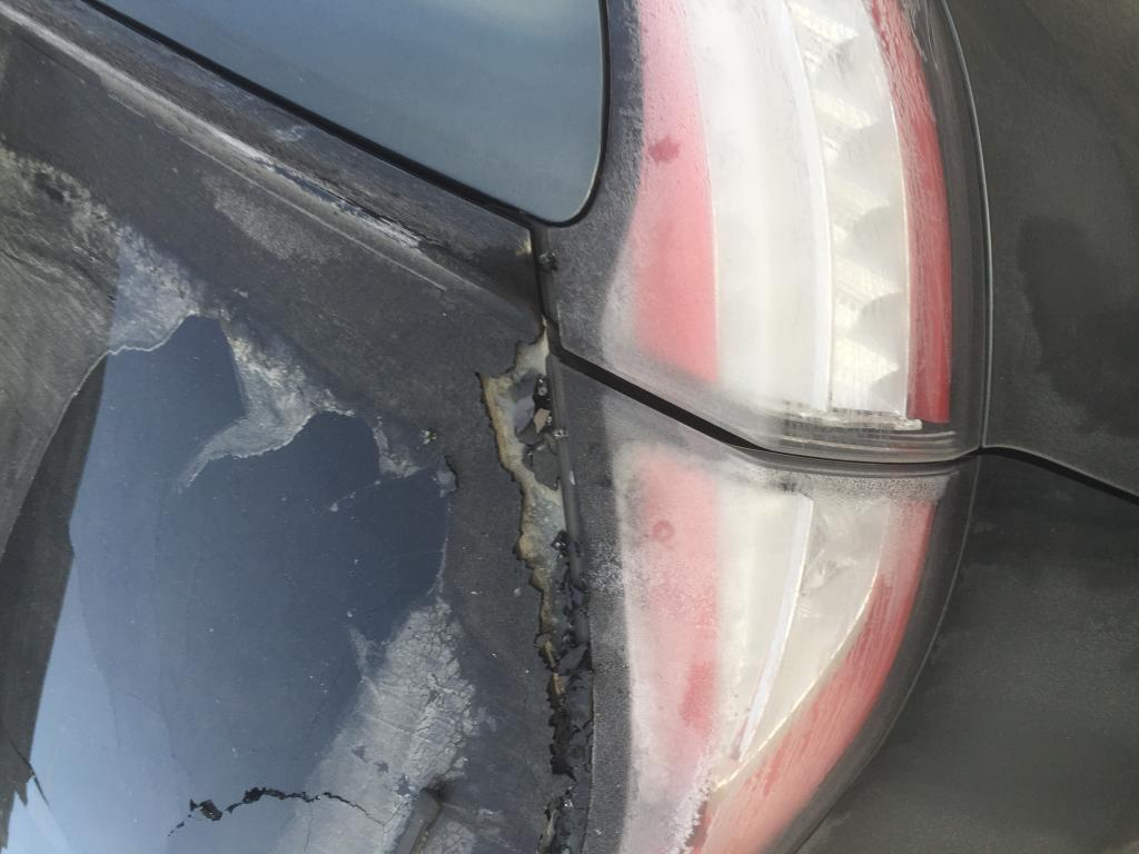 2015 Ford Edge Rear Window Shattered: 4 Complaints