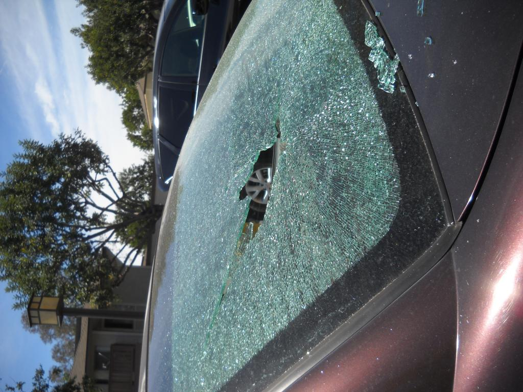 2004 Dodge Stratus Rear Window Exploded 1 Complaints