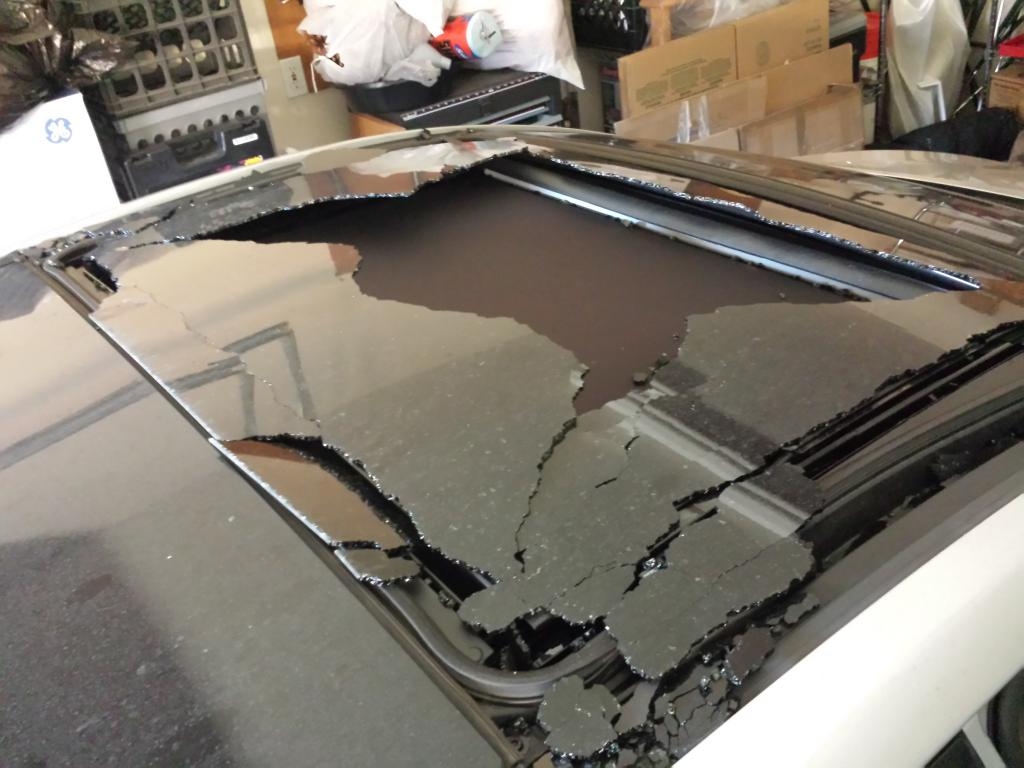 2013 Hyundai Elantra Sunroof Shattered While Driving 3