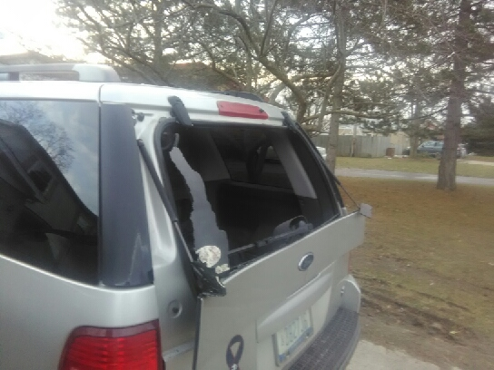 2003 Ford Explorer Rear Window Exploded 12 Complaints