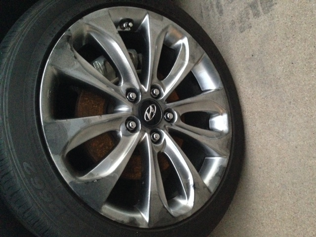 2011 Hyundai Sonata Finish Is Peeling Off All 4 Wheels 5