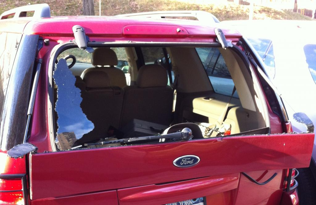 2004 ford explorer rear windshield blew up 12 complaints for 1997 ford explorer window problems