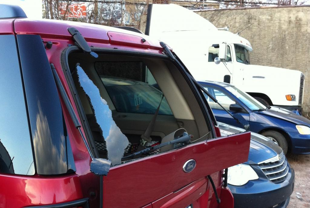 2004 ford explorer rear windshield blew up 12 complaints. Black Bedroom Furniture Sets. Home Design Ideas