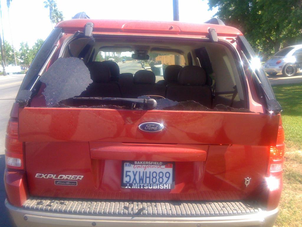 2004 ford explorer rear windshield blew up 10 complaints. Black Bedroom Furniture Sets. Home Design Ideas