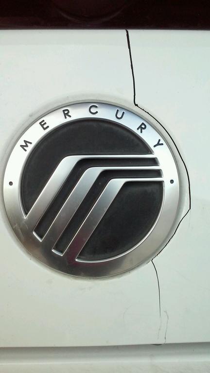 2005 Mercury Mountaineer Cracked Panel Below The Rear Window 18