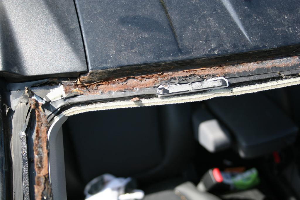 2005 Honda Element Roof Rusting Along Windsheild: 1 Complaints