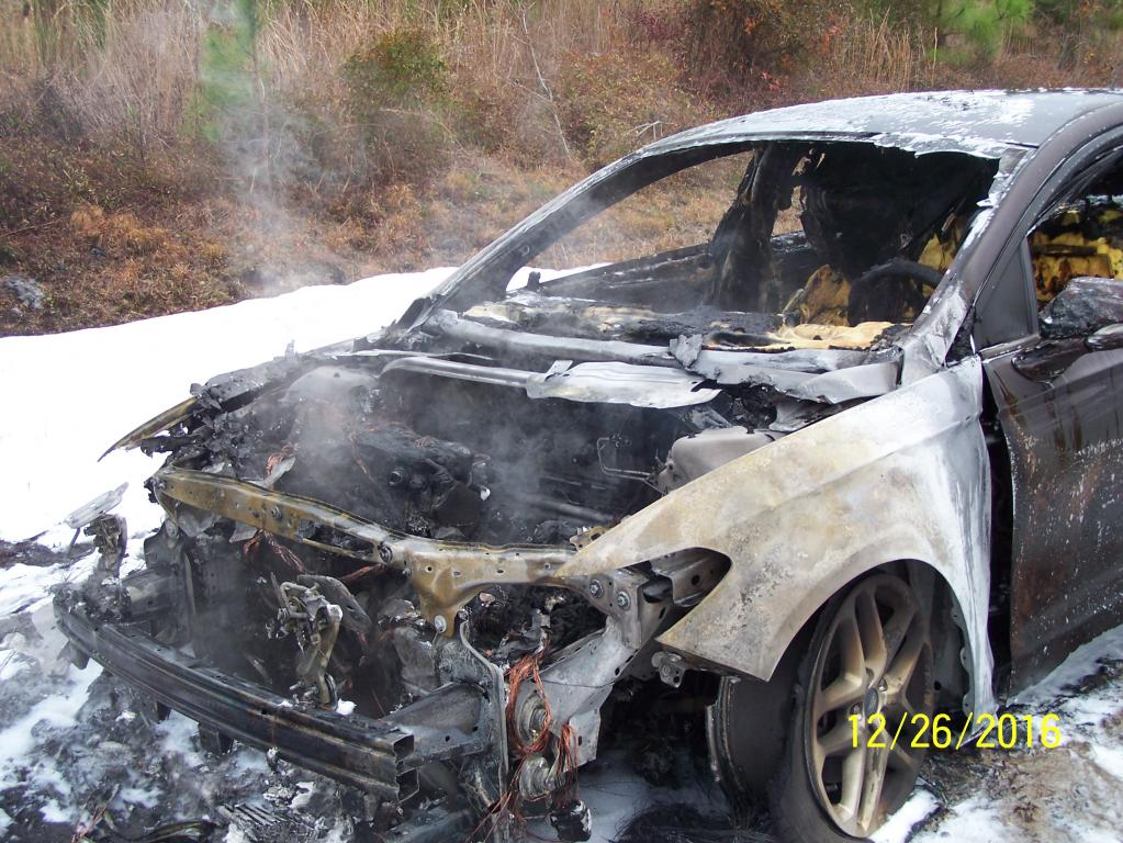2013 Ford Fusion Car Caught On Fire While Driving 2