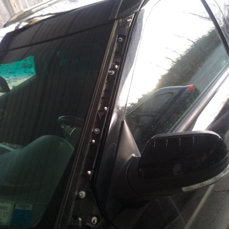 2013 Ford Explorer Windshield Trim Flies Off 35 Complaints
