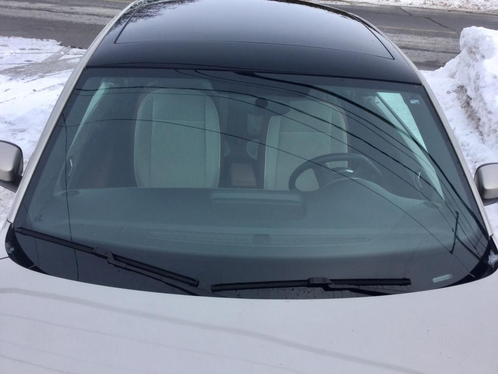 2015 Volkswagen Beetle Windshield Cracked: 1 Complaints