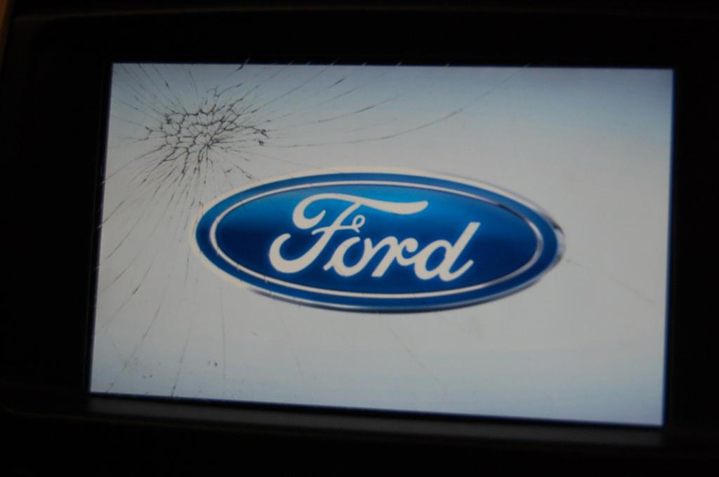 2013 Ford Edge Myford Touch Screen Cracked 2 Complaints
