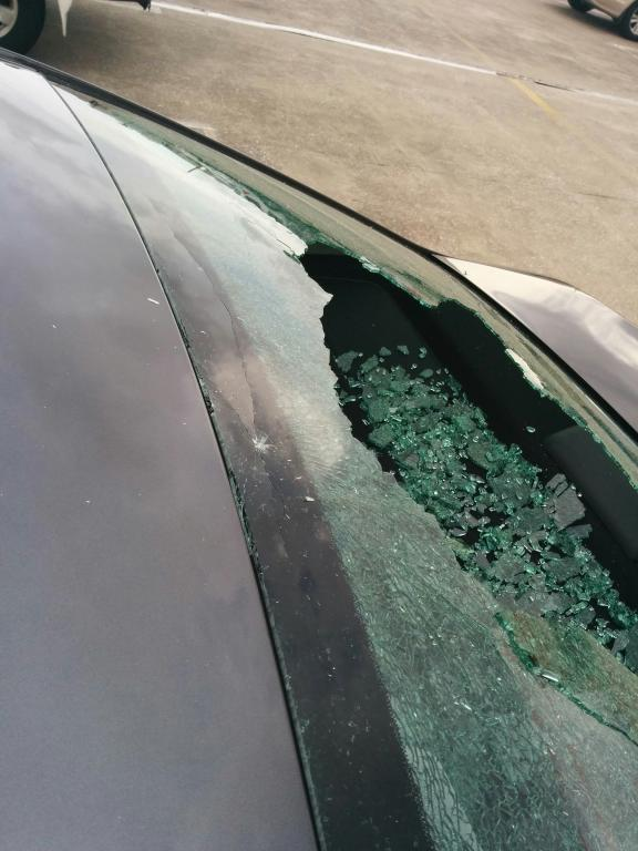 2014 Toyota Camry Back Window Shattered 1 Complaints