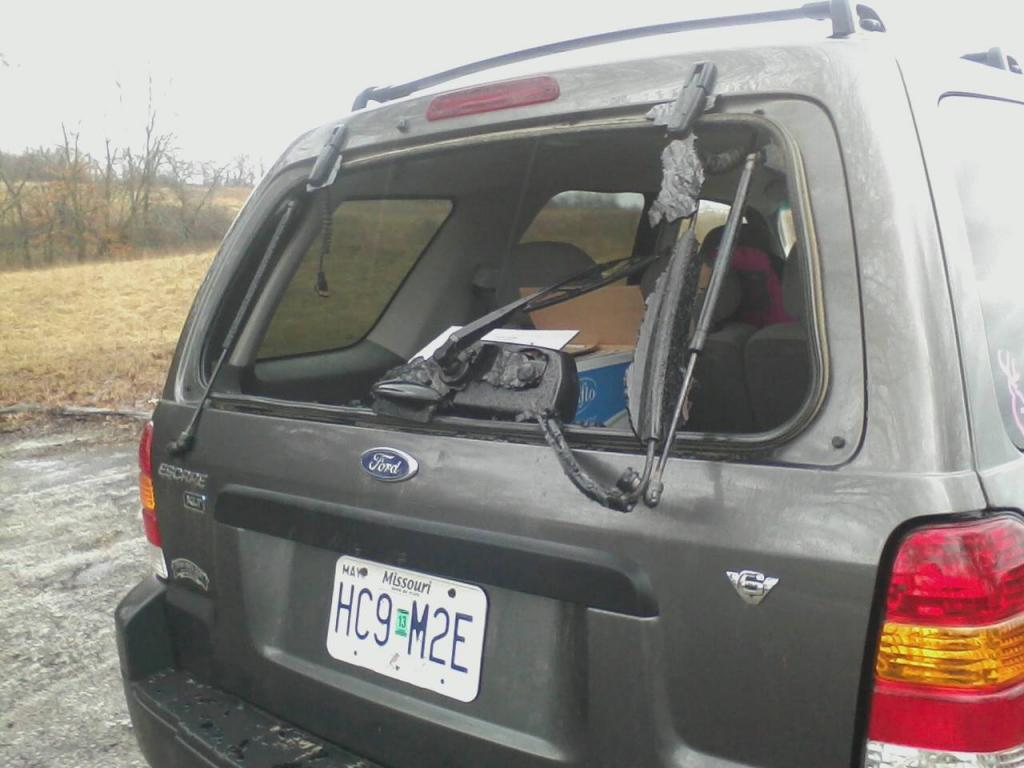 2005 Ford Escape Back Window Exploded 65 Complaints
