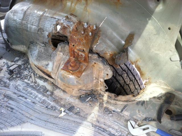 2004 ford escape shock mount rusted 6 complaints. Black Bedroom Furniture Sets. Home Design Ideas
