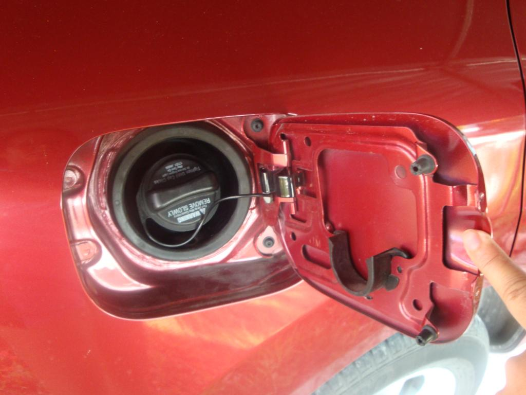 Nissan Rogue Complaints >> 2010 Nissan Rogue Fuel Door Doesn't Lock Shut: 1 Complaints