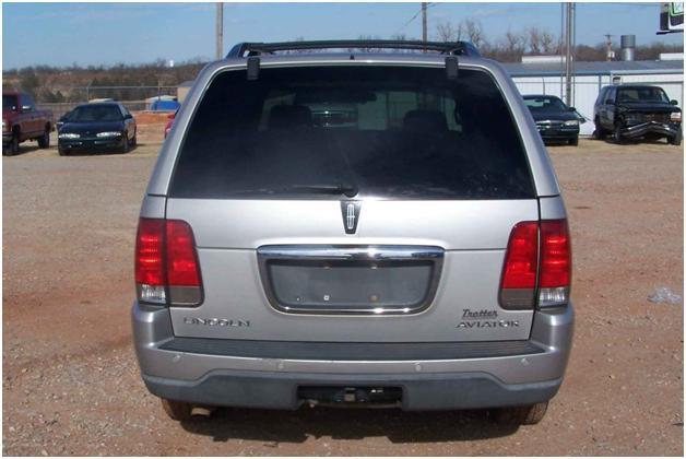2003 Lincoln Aviator Crack In Rear Panel Below Window 16