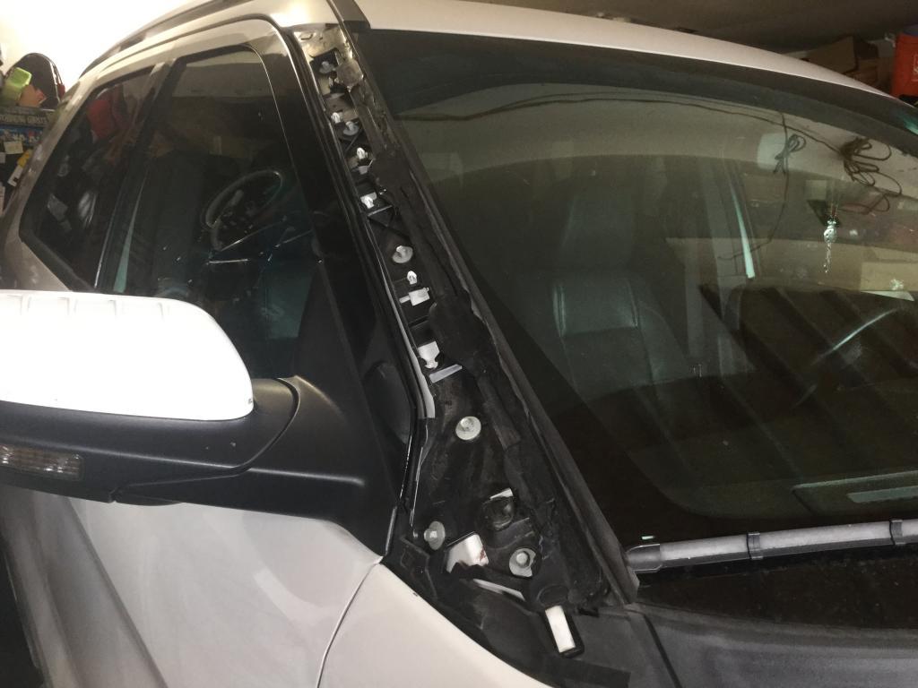 2013 ford explorer windshield trim flies off 31. Black Bedroom Furniture Sets. Home Design Ideas