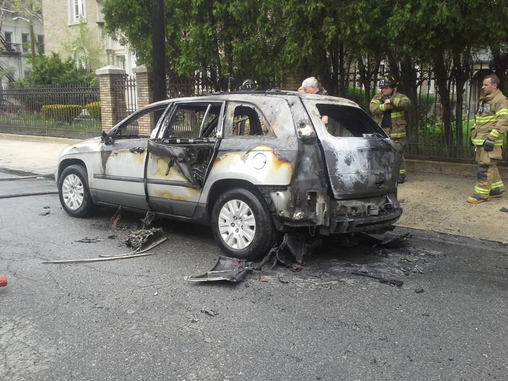 2005 chrysler pacifica car caught on fire 2 complaints. Black Bedroom Furniture Sets. Home Design Ideas