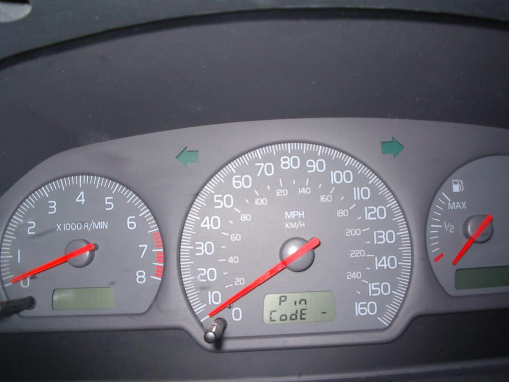 "2002 Volvo S40 Instrument Panel Displays ""Pin Code"": 1 ..."