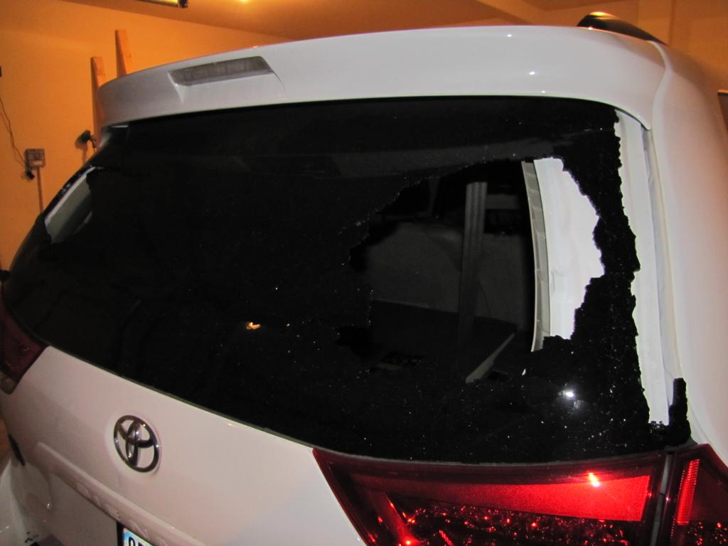 2011 Toyota Sienna Rear Windshield Exploded 1 Complaints