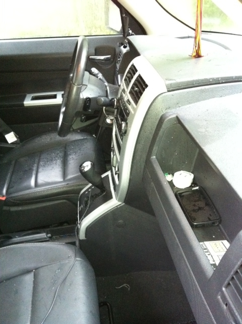 service manual how to repair center console 2009 jeep. Black Bedroom Furniture Sets. Home Design Ideas