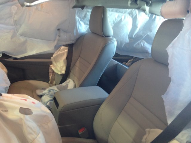 2015 Toyota Camry Hybrid Airbags Deployed In Minor Accident 1