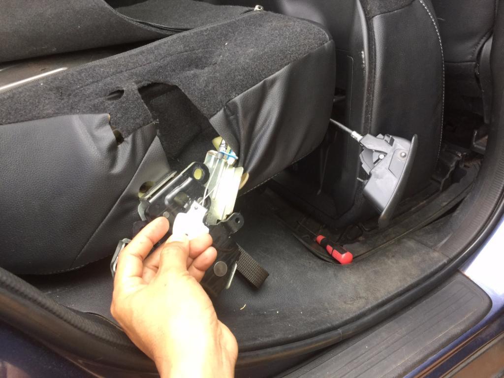 2012 Honda Cr V Rear Seats Won T Fold Down 2 Complaints