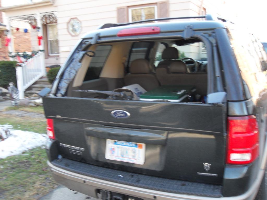 2004 Ford Explorer Rear Windshield Blew Up 12 Complaints