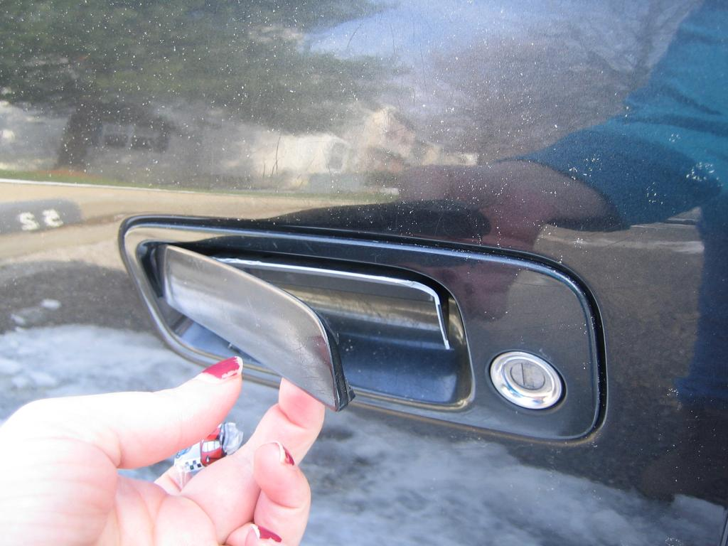 2000 Toyota Camry Exterior Plastic Door Handle Breaks Off: 4 ...