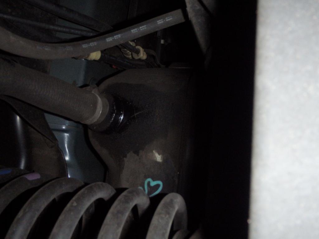 2004 Isuzu Ascender Cracked Fuel Tank: 2 Complaints