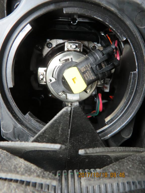 2010 sierra headlight bulb
