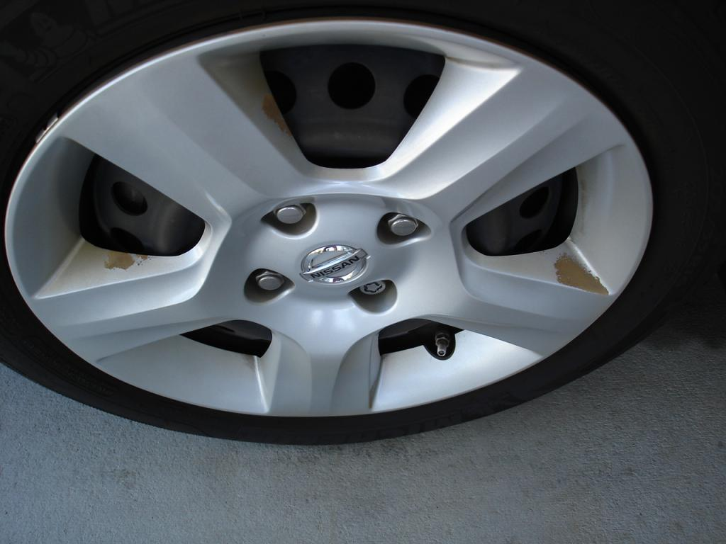 2007 Nissan Sentra Paint Is Coming Off Hub Caps: 1 Complaints