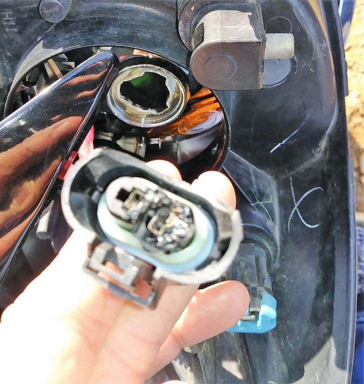2005 Buick LaCrosse Headlight Failure: 13 Complaints
