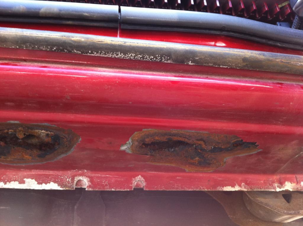 2004 Dodge Grand Caravan Rocker Panel Rust Perforation 1