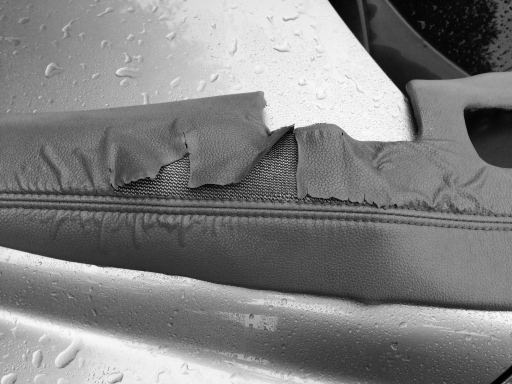 2007 Honda Cr V Arm Rest Is Peeling 10 Complaints