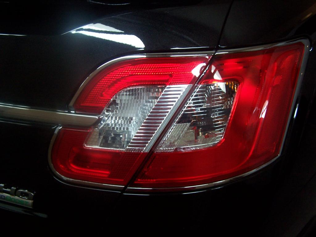 2010 ford taurus chrome trim around tail lights peeling. Black Bedroom Furniture Sets. Home Design Ideas
