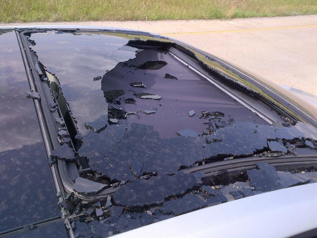 2013 Hyundai Elantra Sunroof Shattered While Driving 3