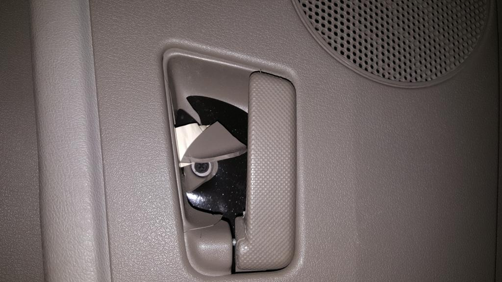 2005 Jeep Grand Cherokee Door Handles Have Broken From Interior Door