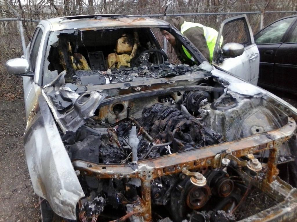 Automotive Repair Shops >> 2005 Chrysler 300C Engine Compartment Fire: 1 Complaints