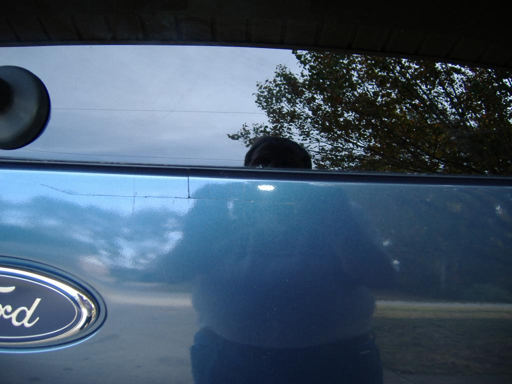 2005 ford explorer cracked panel below the rear window
