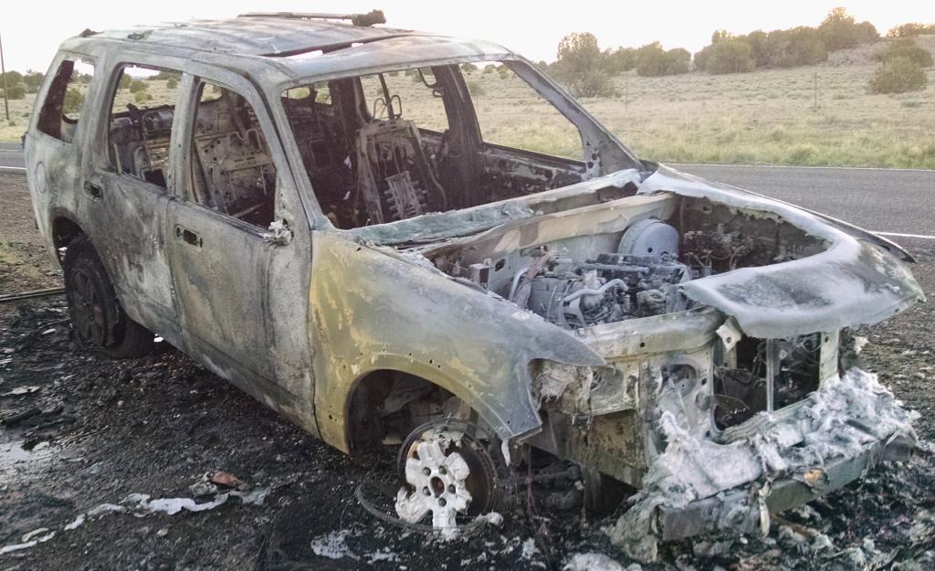 2008 ford explorer engine caught fire while driving 1 complaints. Black Bedroom Furniture Sets. Home Design Ideas