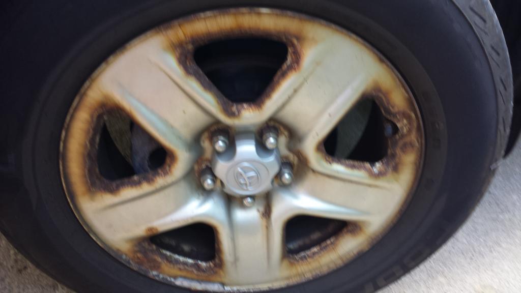 2008 Toyota RAV4 Wheel Bolts & Lug Nuts Rusted: 2 Complaints