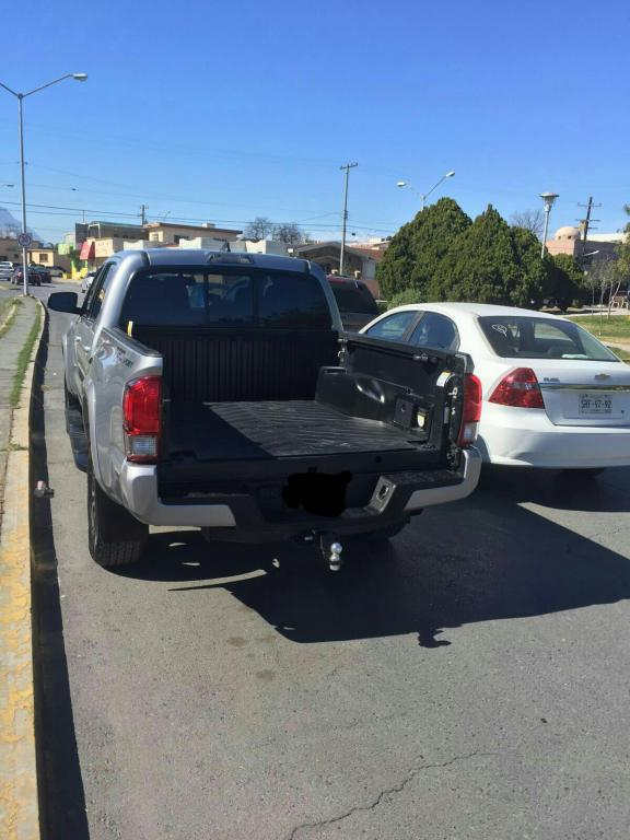 2016 toyota tacoma sold without tailgate lock 1 complaints. Black Bedroom Furniture Sets. Home Design Ideas