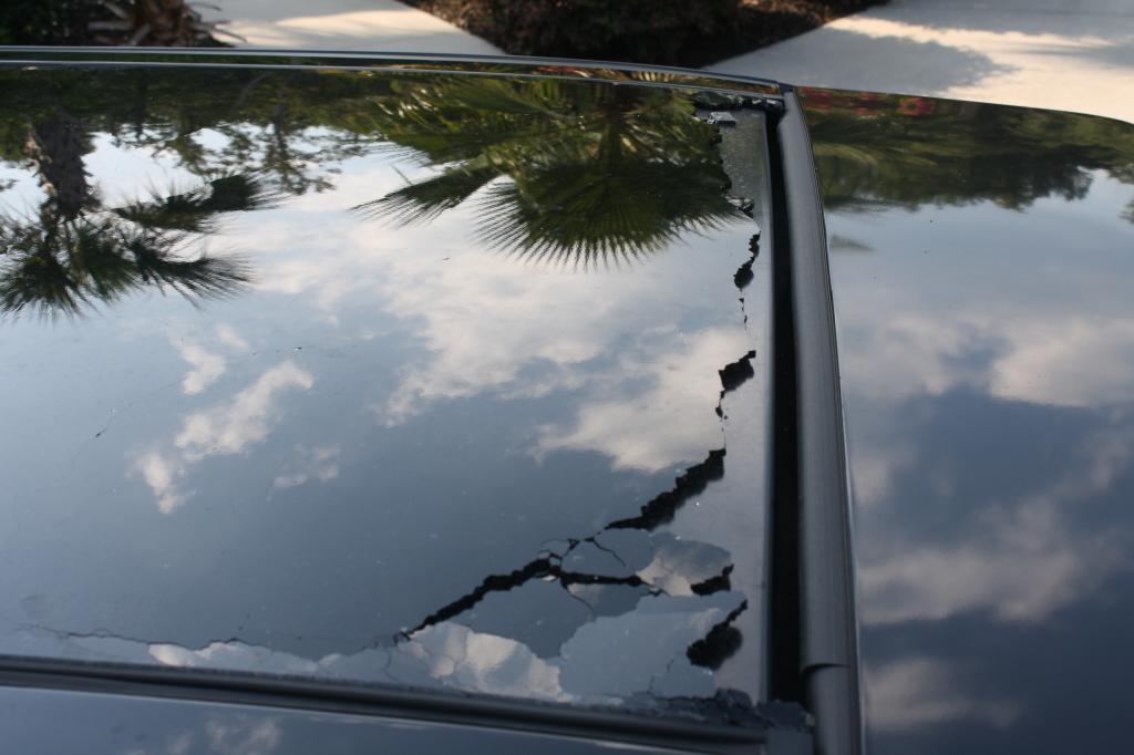 2011 ford edge vista roof glass broke for no reason 1. Black Bedroom Furniture Sets. Home Design Ideas