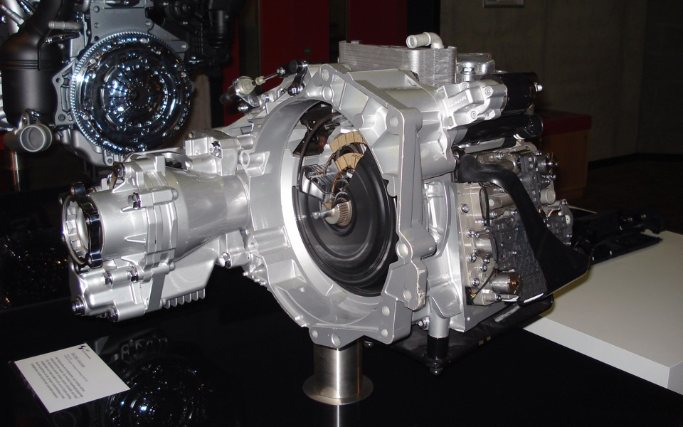 An three-quarters front view of a VW gearbox""