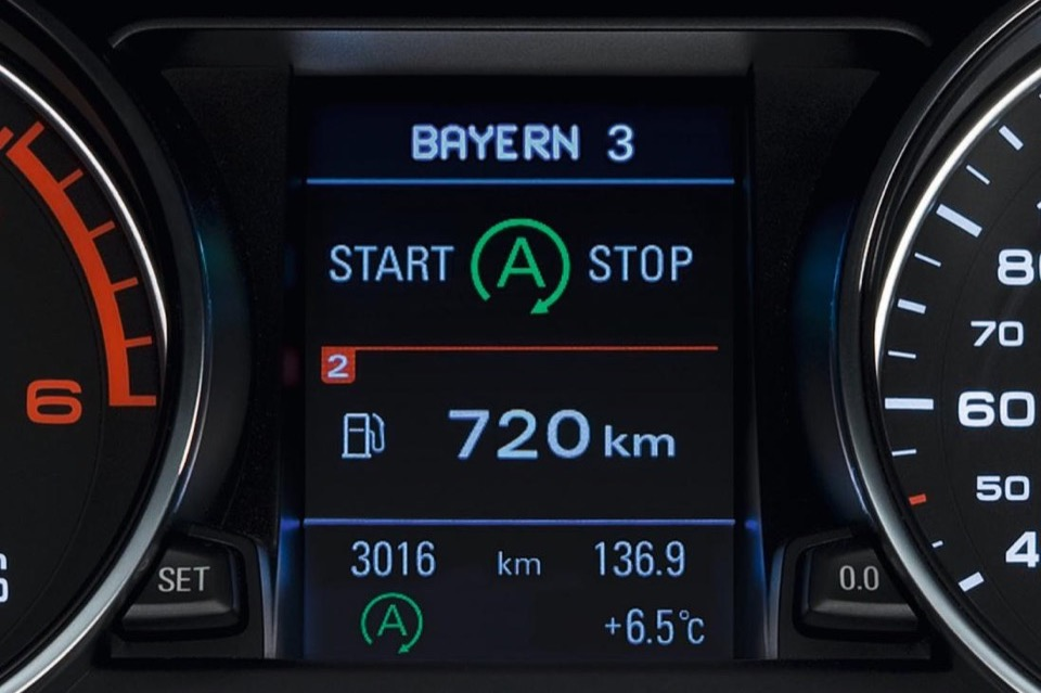 A tachometer with the red arrow pointing at the 'ready' position