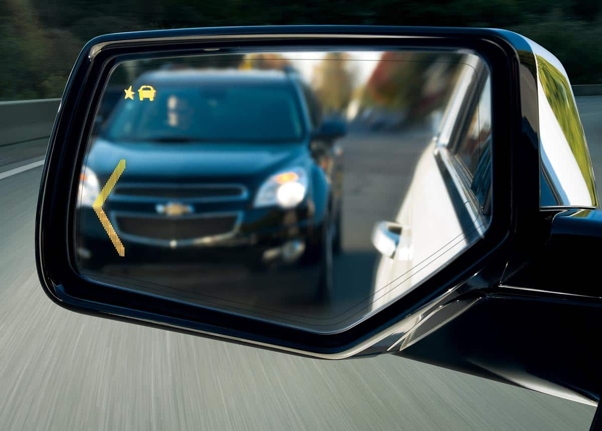Blind spot warning light appears on the sideview mirror