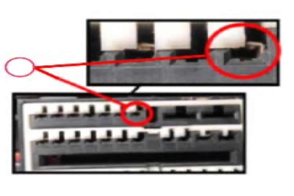 A red circle highlights terminal 51 inside a GM fuse block