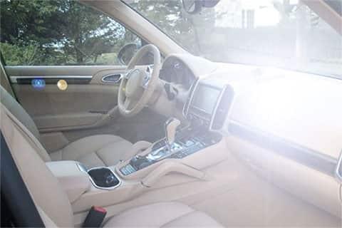 Over exaggerated dashboard glare in a Porsche interior