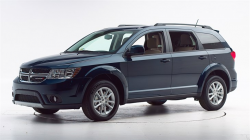 Chrysler Recalls 560,000 SUVs For Airbag and Stability Problems
