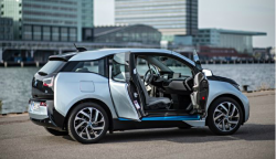 BMW i3 'Range Extender' Lawsuit Says The Cars Lose Speed